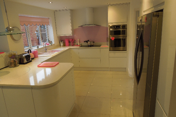 Larissa Handleless kitchen