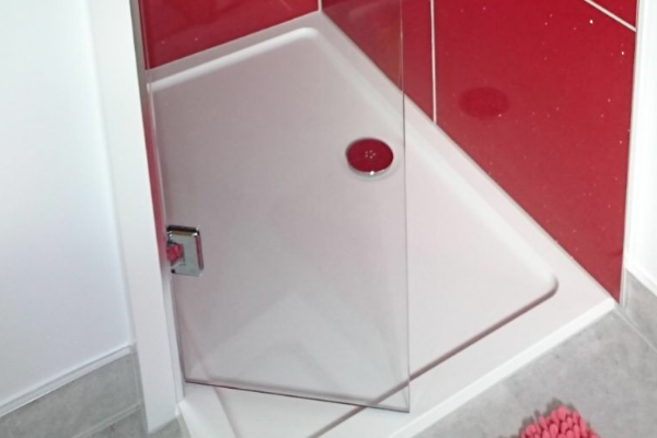 Red granite shower tiles and tray